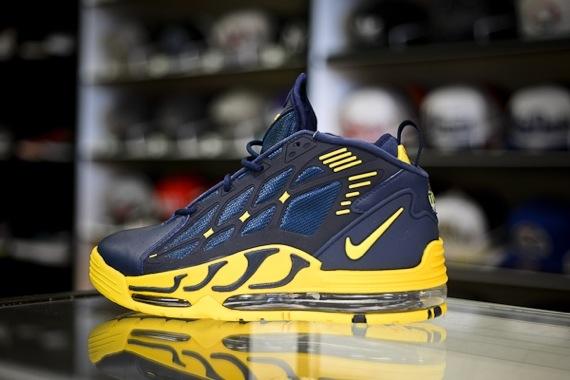 Nike Air Max Pillar Michigan Wolverines